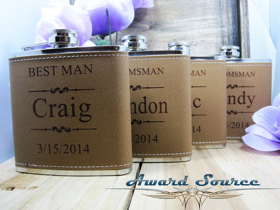 Свадьба - Personalized Groomsmen Gift, 1 Leather Engraved Flask, Groomsmen Flasks