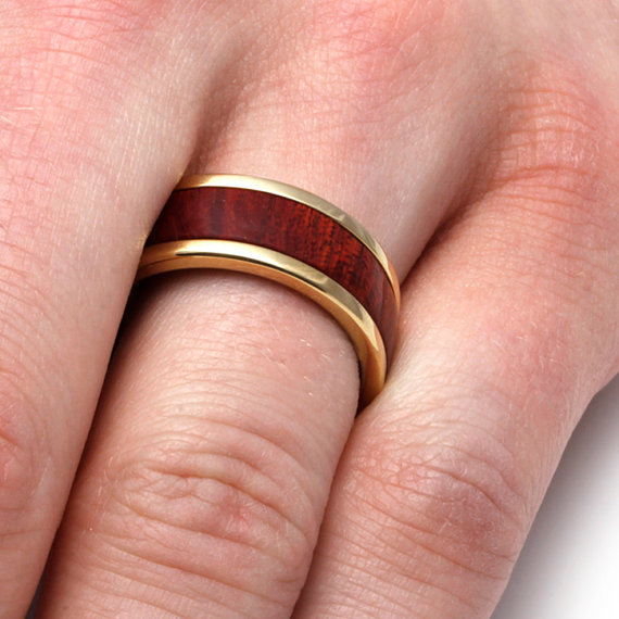 Mariage - Gold Wood Ring, Titanium Wedding Band with 10k Yellow Gold and Bloodwood Inlay, Mens Jewelry