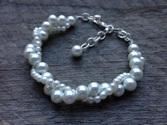 زفاف - White Pearl Bracelet Twisted Clusters on Silver or Gold Chain - Wedding, Bridal, Birthday Gift