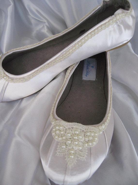 Свадьба - Wedding Shoes Ivory Bridal Ballet Flats Lace and Pearl Shoes Wedding Flats