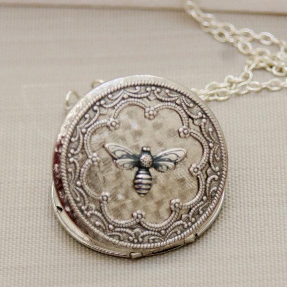 Mariage - Queen Bee Silver Locket , Silver Locket,Photo Locket,Jewelry Gift ,Silver Bridesmaid Necklace,Wedding Necklace,38mm locket