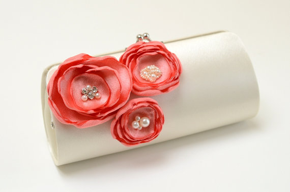 Mariage - Ivory & Coral Clutch - Bridesmaid Clutch - Bridal Clutch - Coral Wedding Bouquet Clutch - Trio Of Coral Flower Blossoms Rhinestones Pearls