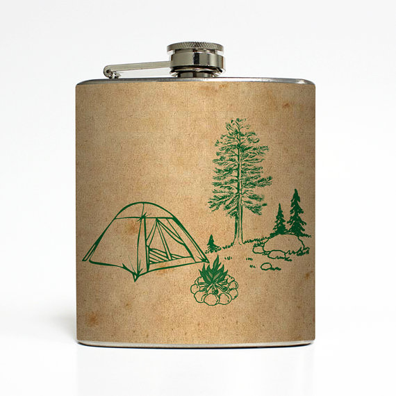 Свадьба - Camping Tan Tent Whiskey Flask Campfire Pine Tree Outdoors Hiking Backpacking Groomsmen Gift Stainless Steel 6 oz Liquor Hip Flask LC-1029