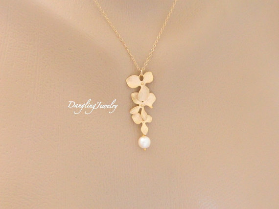 Mariage - Orchid Necklace, Freshwater Pearl Necklace, GOLD FILLED, Bridesmaid Necklace, Wedding Jewelry, Orchid Jewelry, Bridesmaid Gift