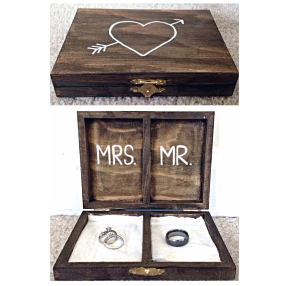 Mariage - Rustic Personalized Wedding Ring Box - Mr. And Mrs.