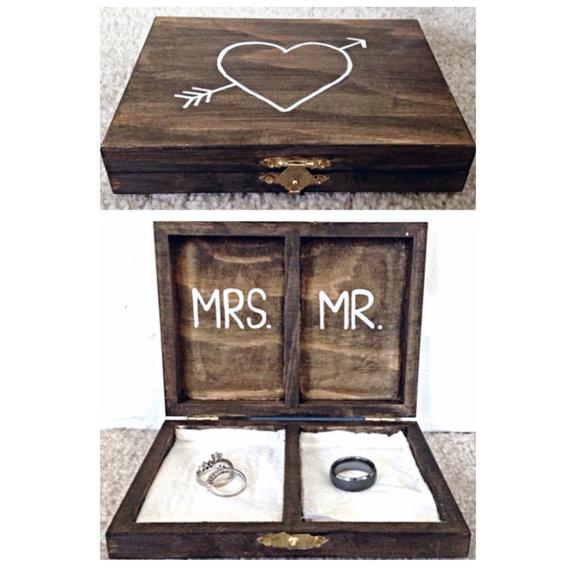 زفاف - Rustic Personalized Wedding Ring Box - Mr. And Mrs.