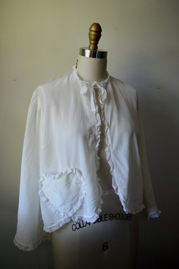 Hochzeit - Vintage Bed Jacket 1940s Combing Jacket White Rayon Bed Jacket with Heart Shape Pocket and Lace Trim Size Large