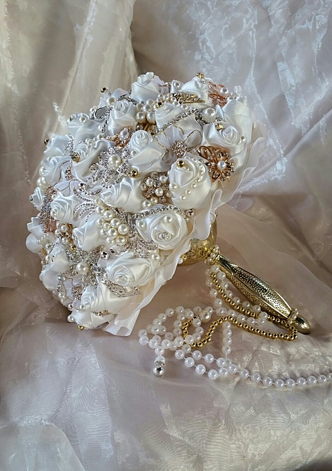 Mariage - GLAM JEWELED BOUQUET - Balance for Completed Bouquet and Boutonniere for Antoinette