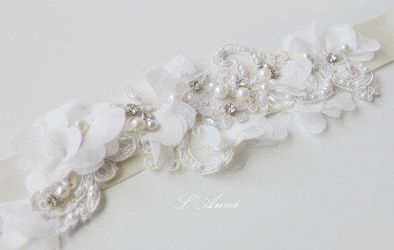 Свадьба - Simple Design Beautiful Small white flower Wedding Bridal Sash Belt with lace and bling ,White Flower Sash. Bridal Dress Sash