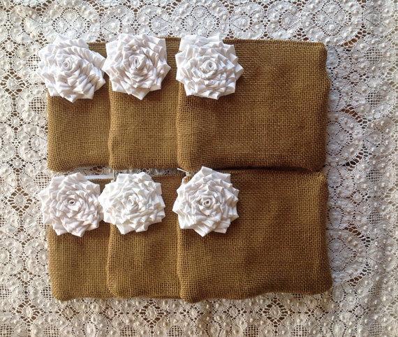 زفاف - 6 White Wedding Clutches, Bridesmaid Makeup Bags, Burlap Clutches, Country Barn Wedding, Rustic Wedding