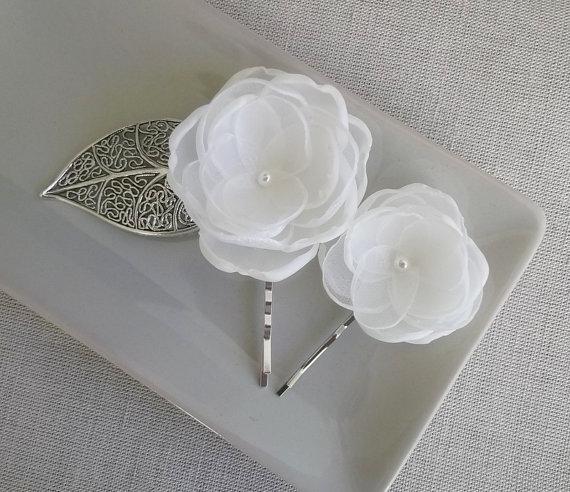 Свадьба - Bridal Ivory flower in handmade Bridal hair head piece clip grip pin flower Veil fascinator Weddings flower girls gift, dress sash Ornaments