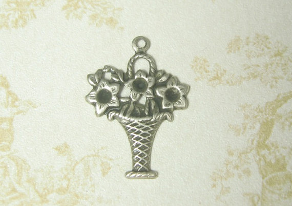 Mariage - Daisy Basket Flower Charm Antiqued Silver Ox Plated Brass Stamping 4-174-SO