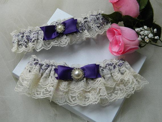 Свадьба - Wedding Garter Set Ivory Raschel Lace And Purple Satin