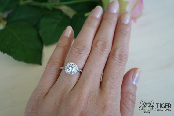 Round solitaire wedding ring sets