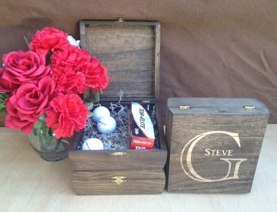 Свадьба - Groomsmen Gift - Keepsake Box - Set of12 Rustic Laser Engraved Cigar Boxes - Personalized & Stained Wooden Cigar Box - Felt Lined Bottom