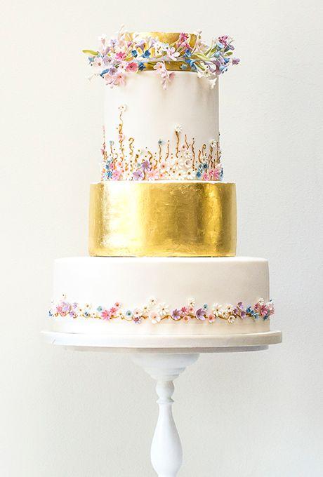 Свадьба - Edible Gold Leaf Cake With Sugar Flowers