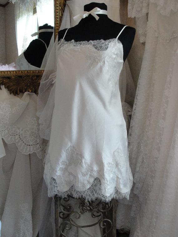 Свадьба - Vintage lingerie, shabby chic romantic white lace negligee