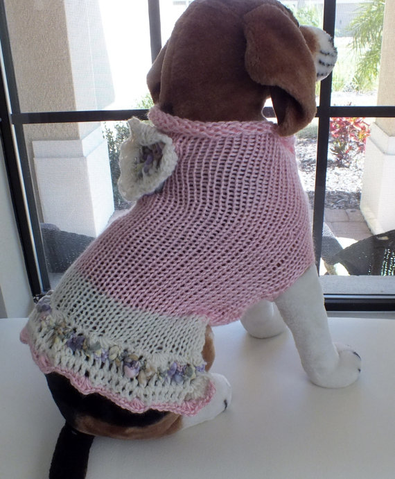 Свадьба - Dog Sweater Hand Knit Maid of Honor Pink Medium 14.5 inches