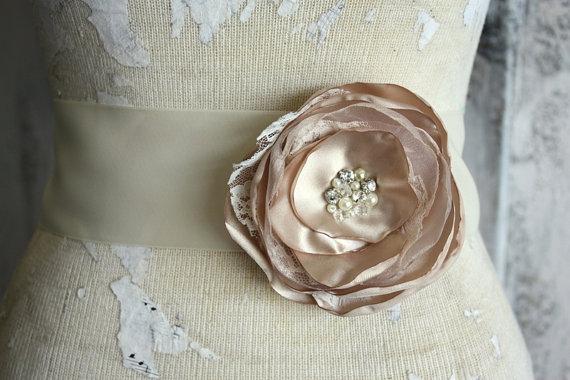 Свадьба - Champagne dress sash, Champagne and lace wedding dress sash, champagne fabric flower dress sash