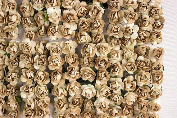 Mariage - 144 Paper Roses / Tan Brown / 12 Dozen Flowers / Bridal / Scrapbooking / Wedding Favors / Millinery / Baby Shower