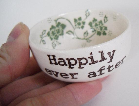 زفاف - PERSONALIZED wedding RING DISH green candle holder jewelry dish engagement gift ring pillow with custom names wedding date bridal gift idea