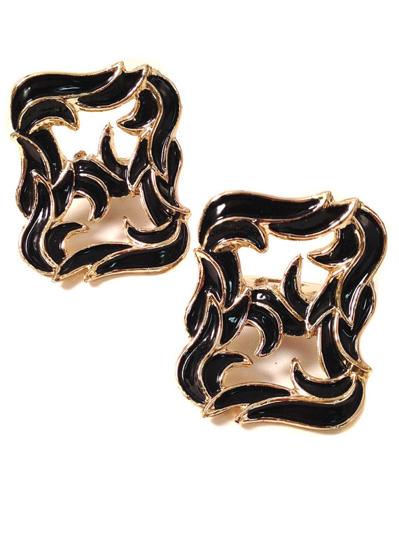 Hochzeit - Vintage Shoe Clips - Upright Black Enamel on Gold Tone