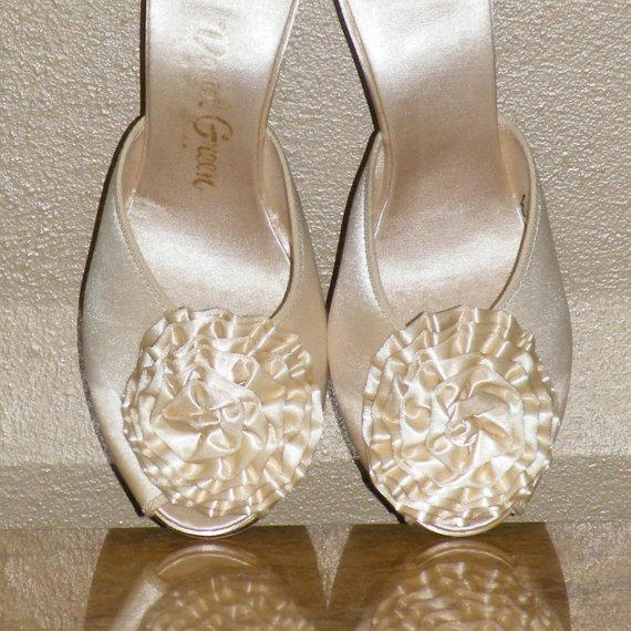 Daniel Green 1950s Ivory Satin P Toe Heels With Flower Pom 50s Bridal Boudoir Slippers Sz 7 5 Vintage Wedding Pinup Shoes