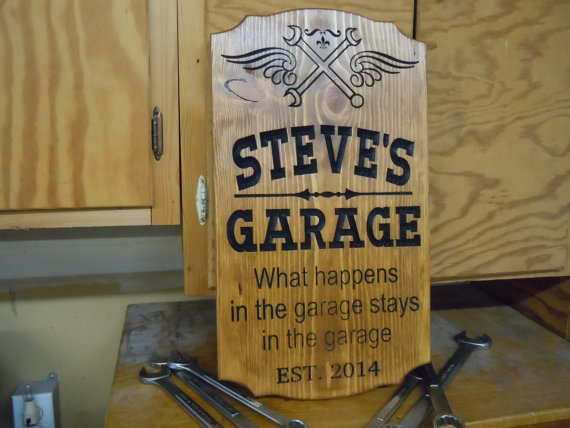 Свадьба - Garage Sign Personalized Wooden Carved Stained Housewarming Gift Tool Image Engraved Plaque Groomsmen Gift Established Date 18 x 11 Pine 756
