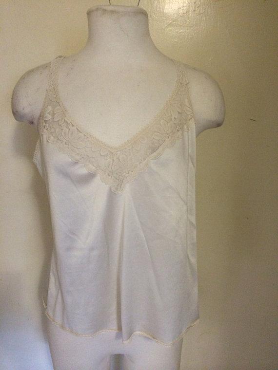 Hochzeit - Top. Lingerie. White. Slip. Maidenform. Size 36. Union made.