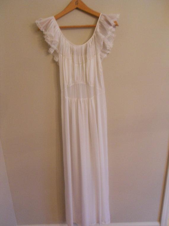 Hochzeit - Vintage Cream Lace Gown Elegant