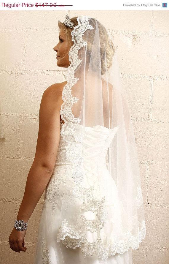 Mariage - Elegant Bridal veil, Wedding hair accessory, Lace veil, vintage inspired veil, Traditional Veil, Wedding Veil