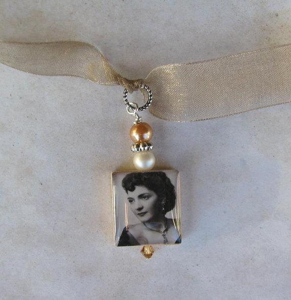 Mariage - Bridal Bouquet Custom Photo Charm - Swarovski Crystals and Pearls