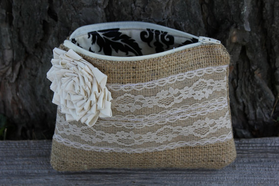 Свадьба - Burlap and Lace Wedding Clutch - Bridesmaid Clutch - Wedding Bag - Bridal Party - You Choose The Color Flower and Lining