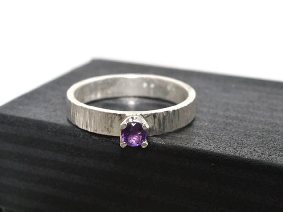 Mariage - Tiny Amethyst Ring, Engravable Engagement Ring, Tree Bark Jewelry, Custom Engraving, Personal Message Ring