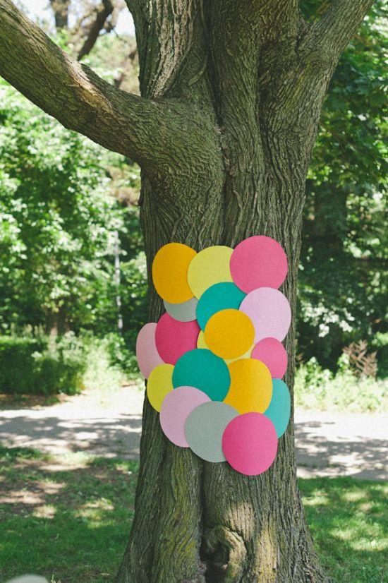 Mariage - Guerrilla Weddings: How To Make A Backdrop Anywhere