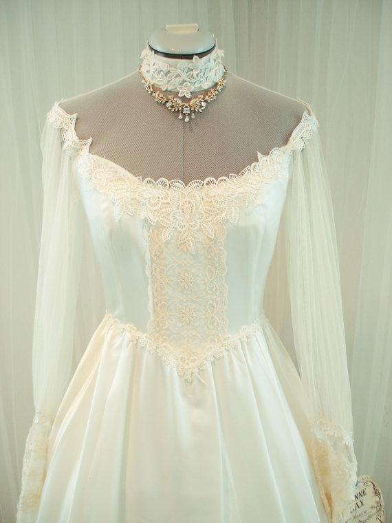 Mariage - Original Vintage Gunne Sax Bridal Gown Wedding Dress in Creme Satin NWT
