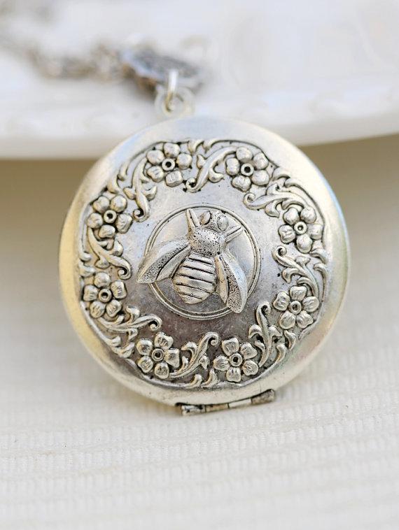 زفاف - Queen Bee Silver Locket , Silver Locket,Photo Locket,Vintage Locket,Silver Bridesmaid Necklace,Wedding Necklace,32mm locket