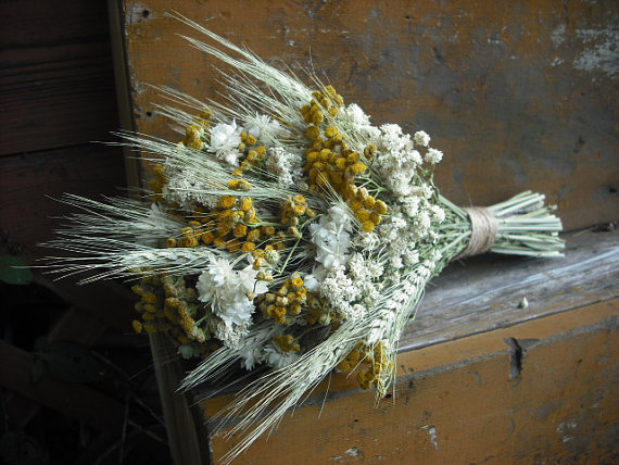 Свадьба - Simple bridal bouquet of Wheat and Dried flowers, bundled with jute.