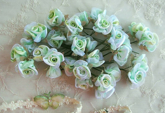 Свадьба - 36p Lime Green White Wired Satin Organza Rose Flower Applique Bridal Wedding Bouquet
