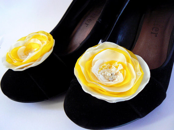 Hochzeit - Ivory, yellow wedding shoe clips (set of 2), bridal shoe clips, yellow shoe clips, ivory shoe clips, yellow wedding, bridal heels