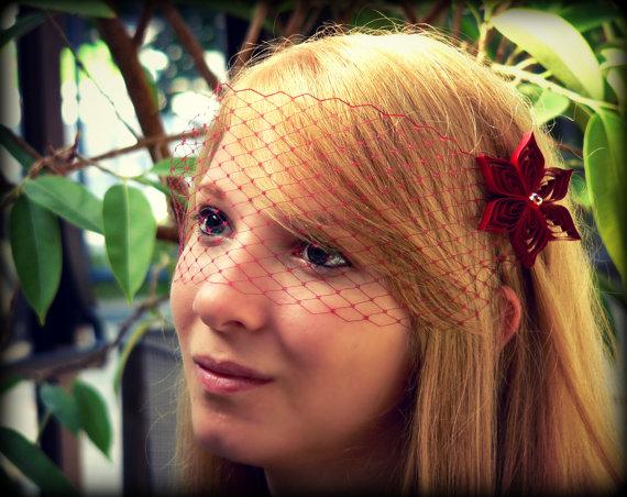 Свадьба - Red Veil and 2 Hair Clips Red Blusher Veil, Red Wedding Veil, Crimson Red Birdcage Veil