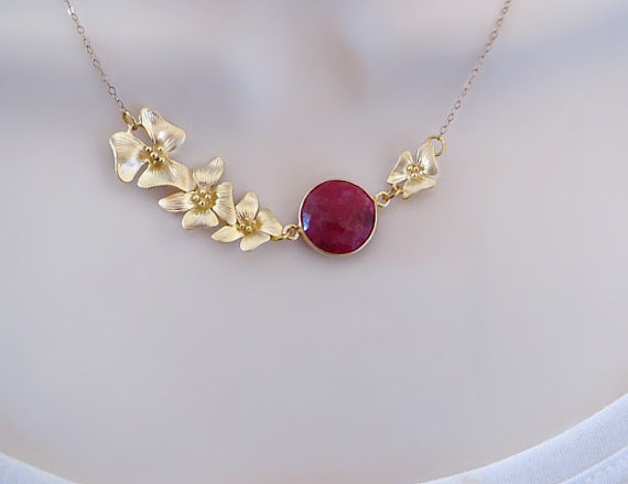 Свадьба - Genuine Ruby Gemstone Necklace, Gold Lotus Necklace, Statement Necklace, Mothers Necklace, Bridal Jewelry, Flower Necklace, bezel necklace
