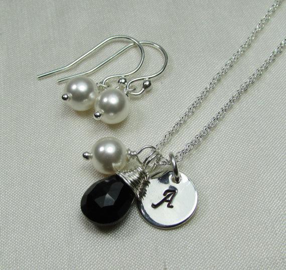 Свадьба - Wedding Jewelry Set of 8 Bridesmaid Jewelry - Monogram Necklace Pearl Earrings - Bridesmaid Necklace Earrings Bridal Party Jewelry