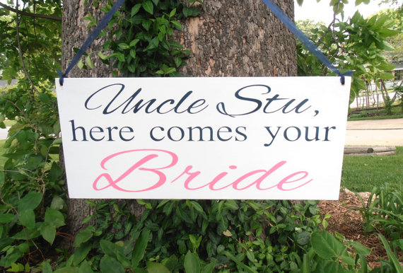 Mariage - Uncle Here comes your Bride sign Ring bearer sign Flower girl sign Custom Grooms name