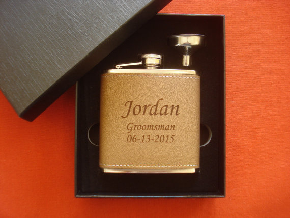 Mariage - 7 Personalized Leather Flask and Funnel Gift Sets  -  Great gifts for Best Man, Groomsmen, Father of the Groom, Father of the Bride