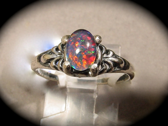 Mariage - Feminine Opal Engagement / Cocktail Ring. Petite delicate opal ring. Natural Australian Opal.14K or 10K Solid Gold /S.S. Opal Triplet