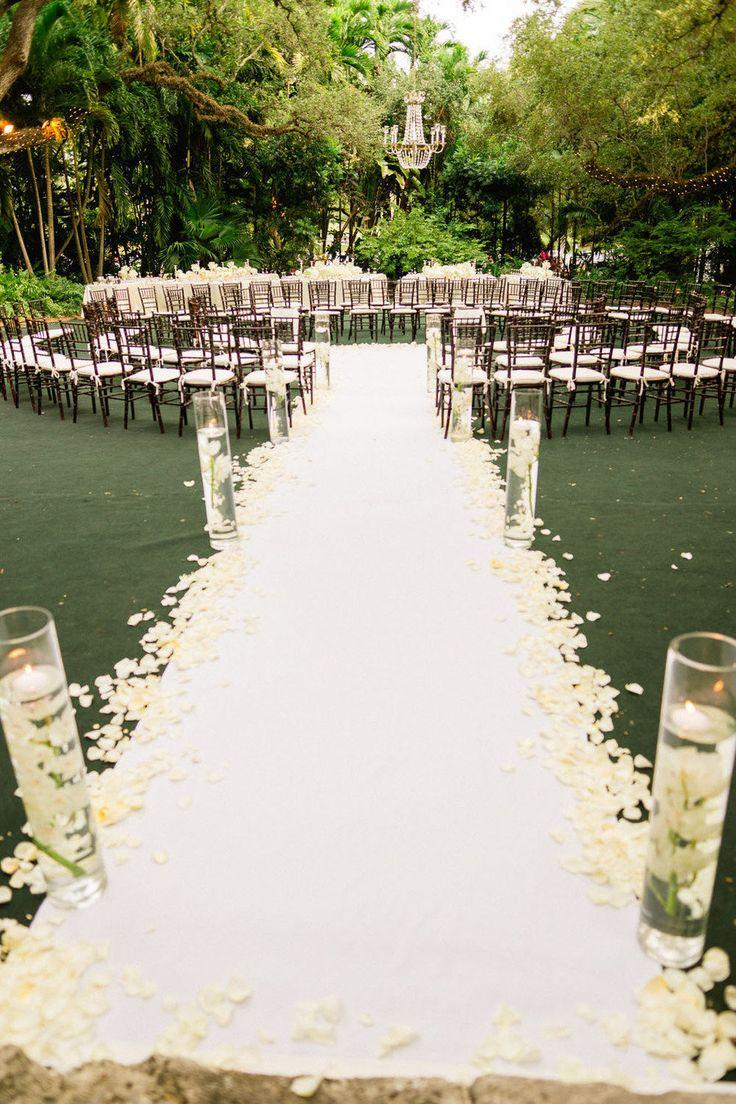 Mariage - Ceremonies: Venues. Chairs. Altars. Aisles. Signs.