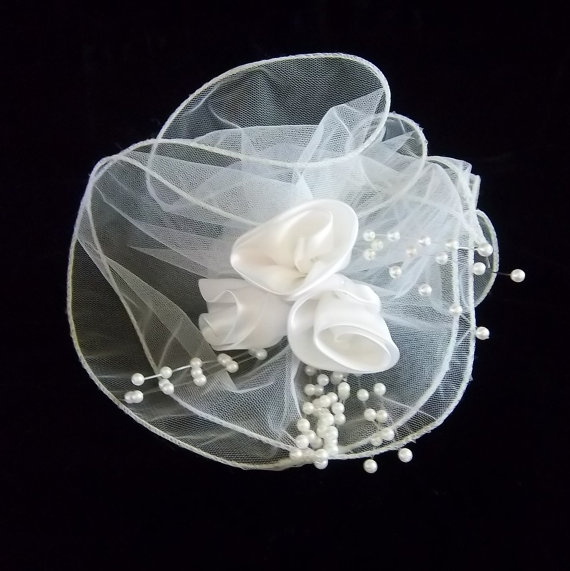 Свадьба - Bridal Hair  Piece - Fascinator - Headpiece - Veil - Vintage Accessory Wear