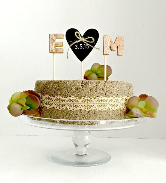 زفاف - Monogram rustic cork wedding cake topper with chalboard heart -Personalized Cake TopperCork Cake Topper, Vineyard Wedding Cake Decoration
