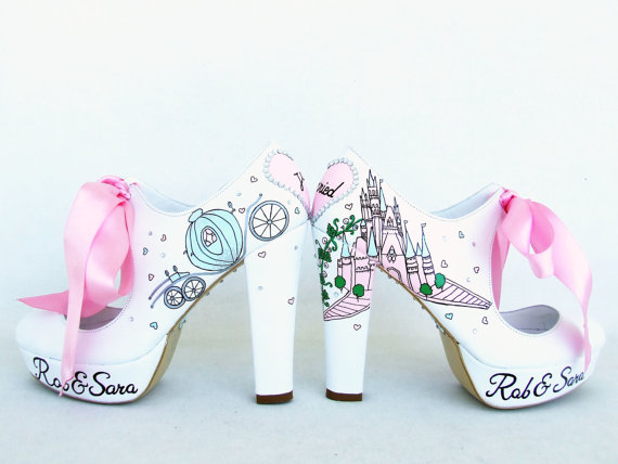 Mariage - Disney Wedding - Cinderella's Castle and the pumpkin carriage - Personalized Bridal Shoes - Handpainted Wedding Shoes